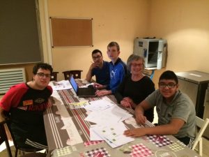 Le groupe travaille dur !