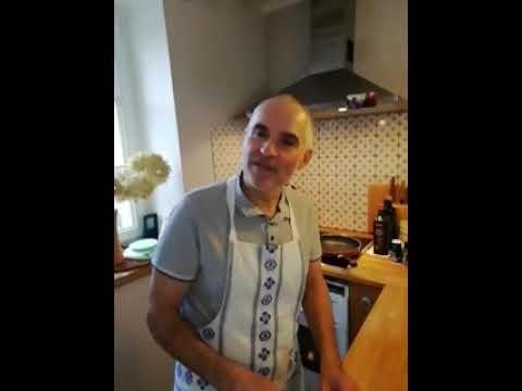 Le Chef de Cuisine du Centre de Forja (Paris) fait des recettes en Vidéos